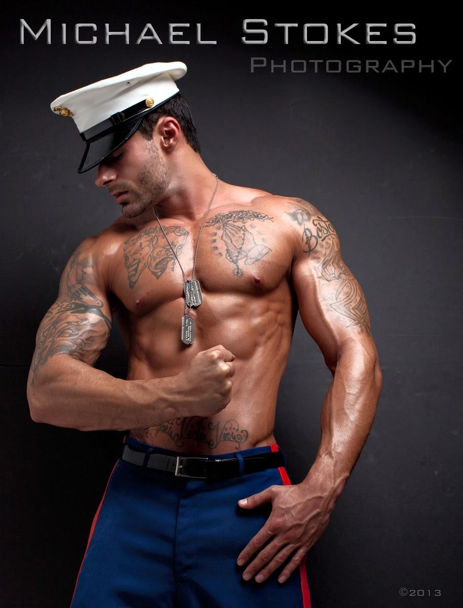 Muscle man likes engulfing shlong