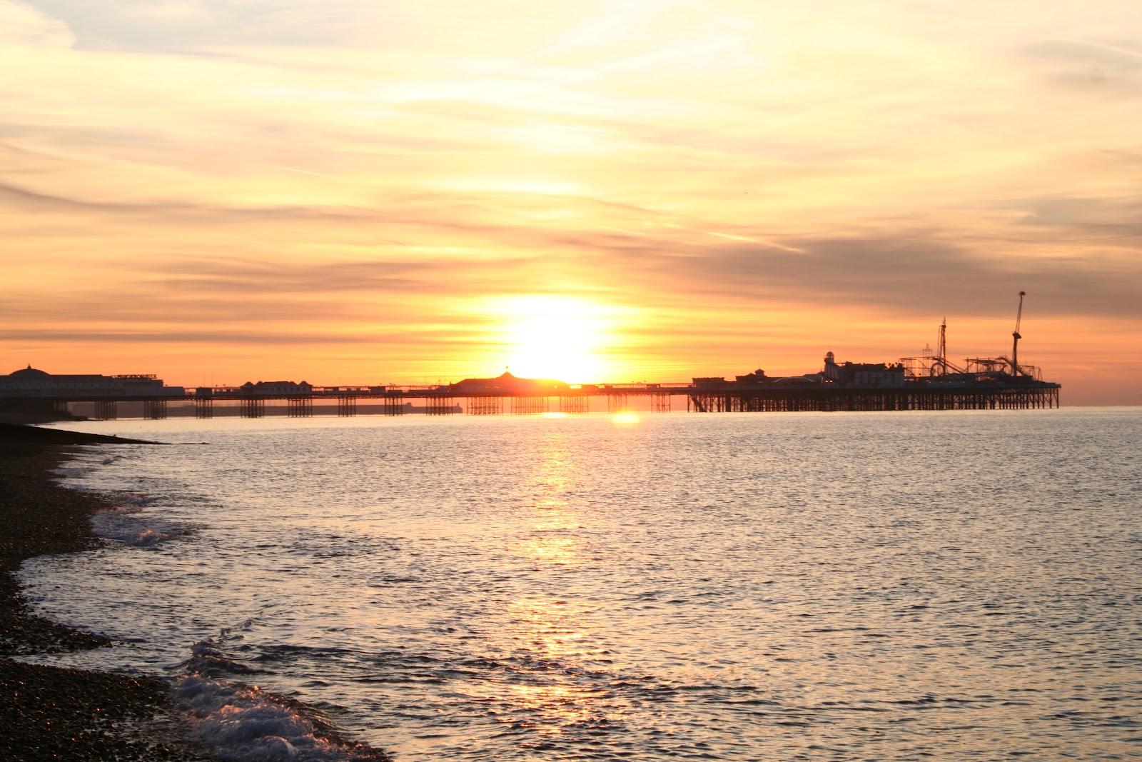 http://3.bp.blogspot.com/-WA2chM4n9LA/T0bHWkp9DMI/AAAAAAAAHMU/f0ldnUIp5BQ/s1600/Brighton+Sunrise+020.jpg