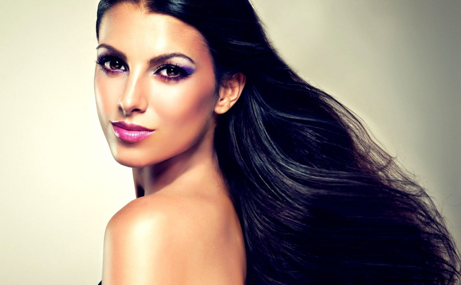 Brunette Style Makeup HD Wallpaper   FreeWallsUp