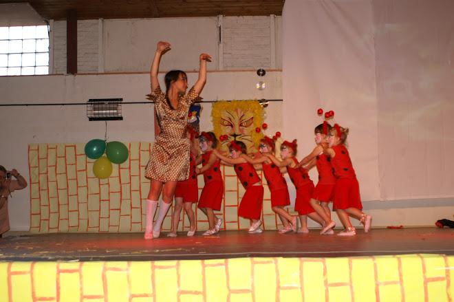 le serpentin de coccinelles (danse créative 4 /5 ans)