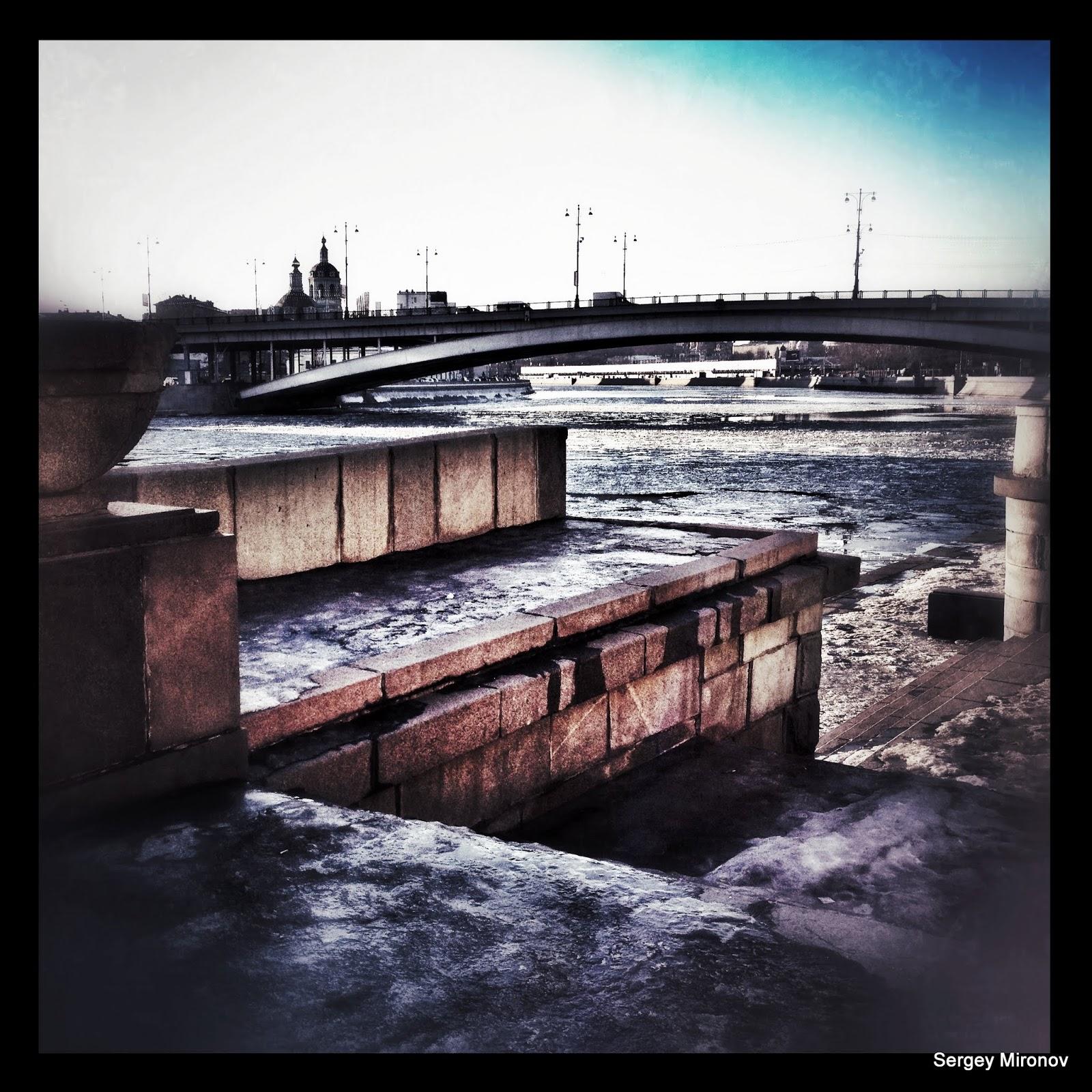 Спуск к москве реке возле большого