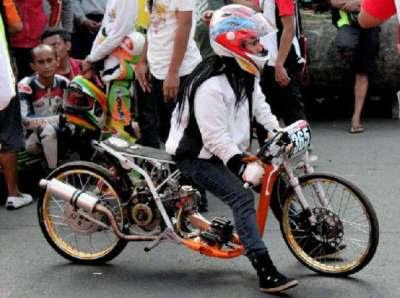 Kemampuan Indri yang terus berkembang, membuat team balap lain ...