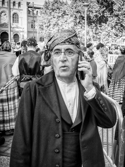 Paseando el dia del Pilar - People - Los Baturros