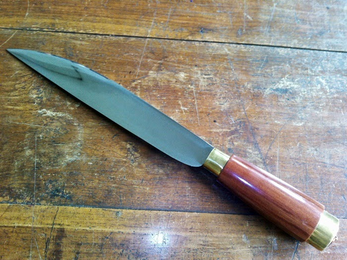 pisau tajam dari baja angin