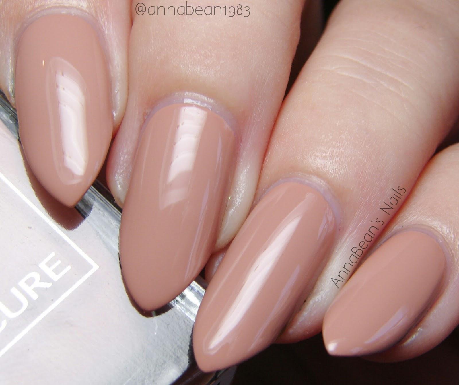Лак для ногтей карамельного цвета фото