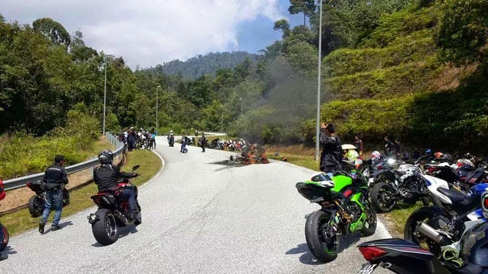 4 Gambar Kemalangan superbike di Bukit Tinggi penunggang maut