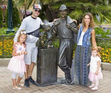Cash Warren e Jessica Alba -60 anos da Disney Land