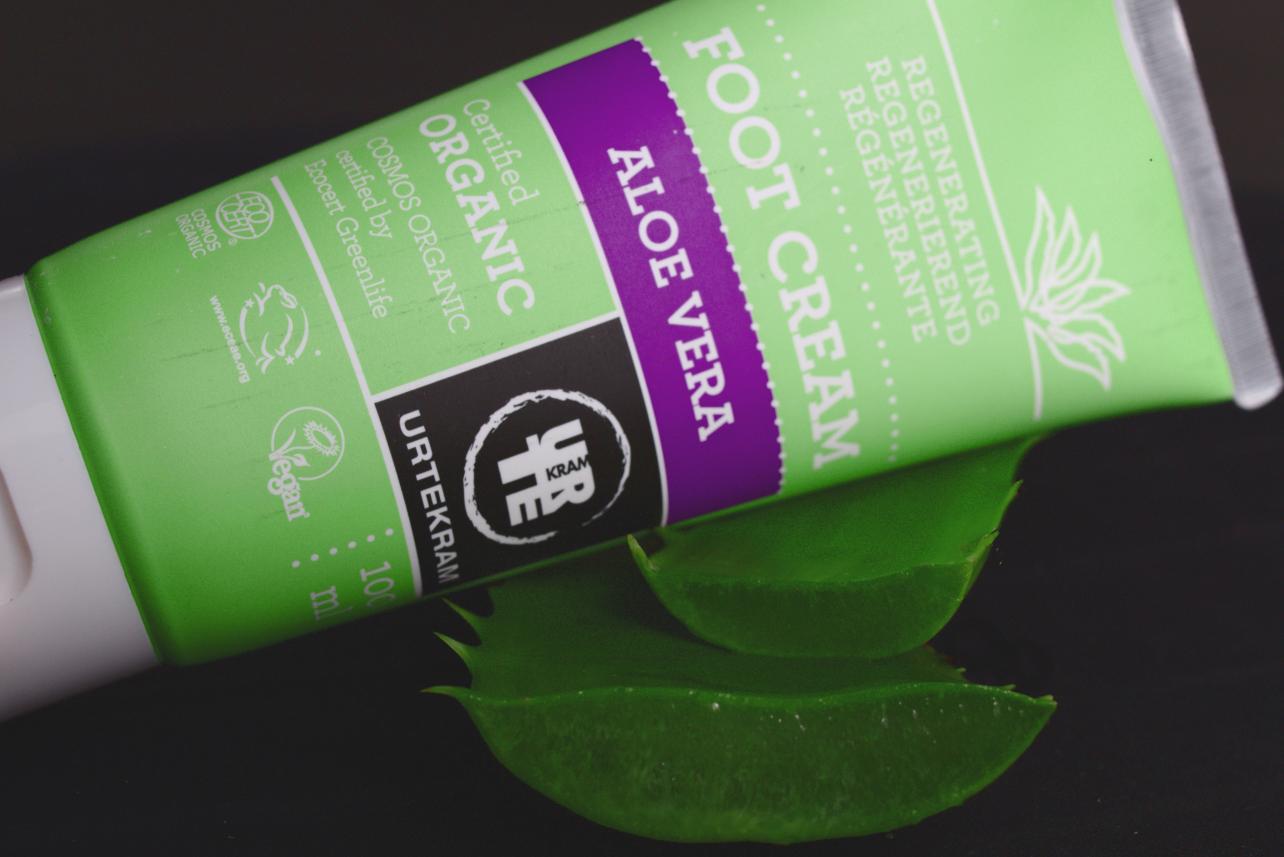 Urtekram vegane Kosmetik Fußcreme und Aloe Vera Zweig