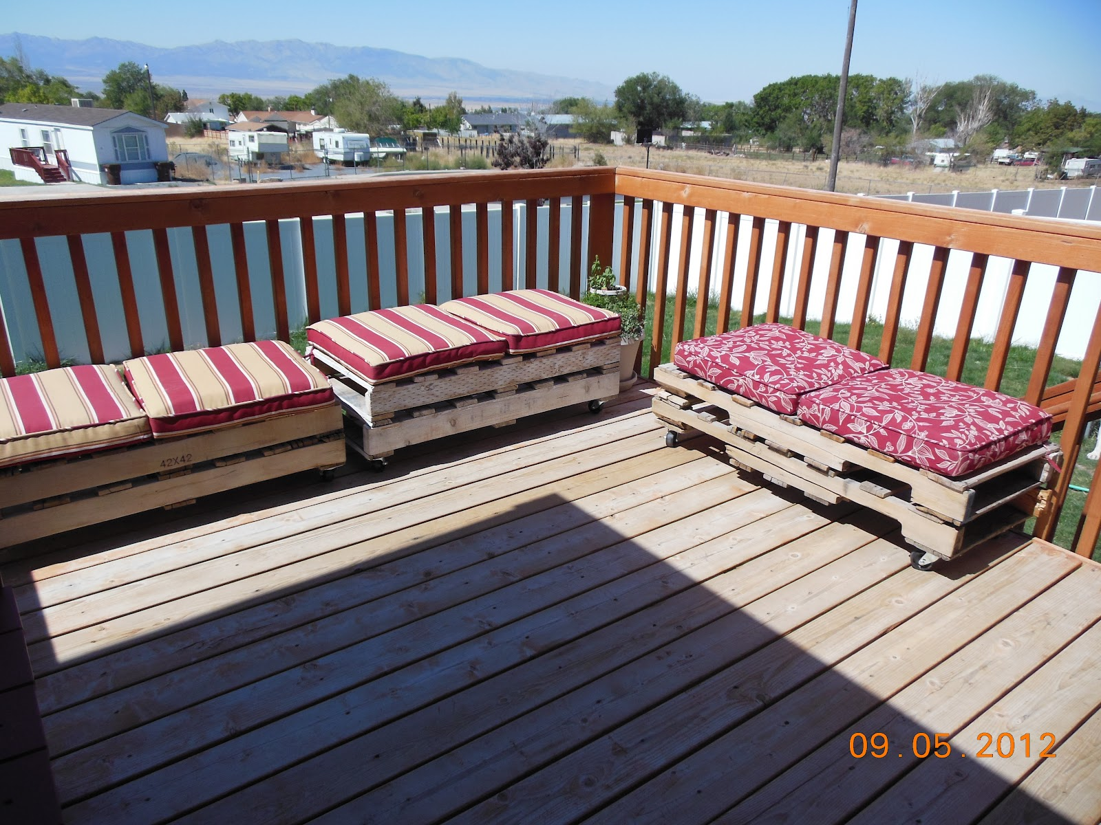 Patio Furniture Made with Pallets http://4growingboys.blogspot.com/2012/09/pallet-patio-furniture.html
