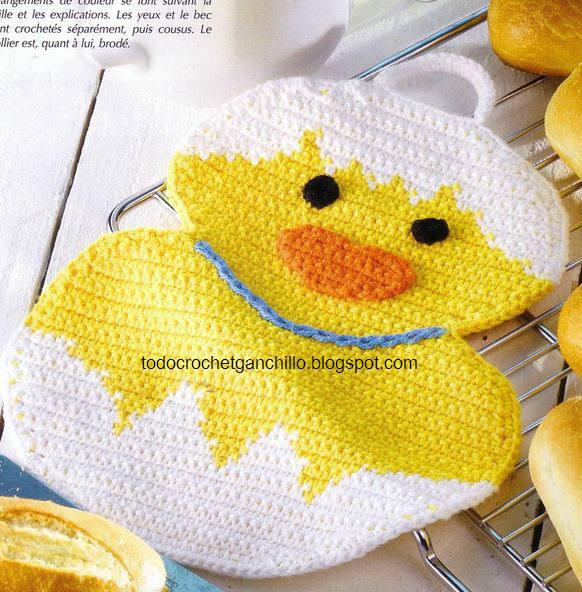 Agarradora crochet con forma de pollto en huevo