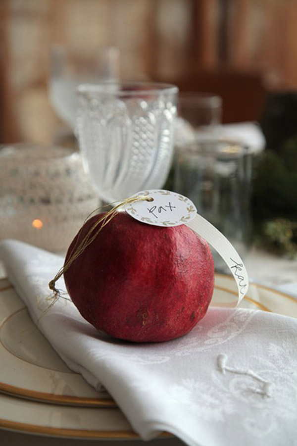 decorar con granadas naturales navidad -presentacion cubiertos mesa