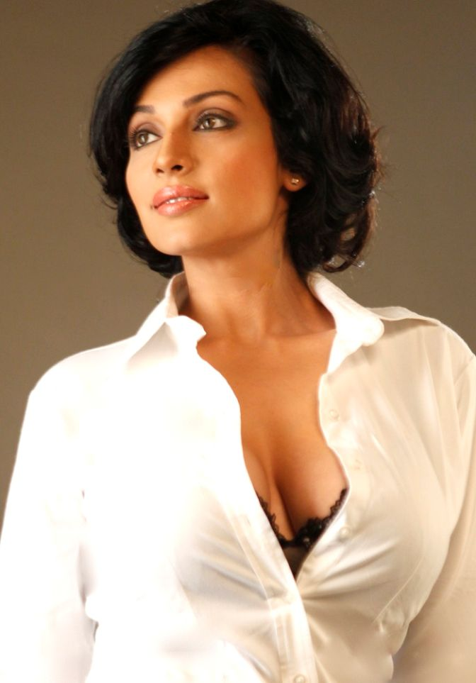 Asha Saini aka Flora Hot Exposing Latest Photos ,Telugu actress Mayuri ... Flora Saini