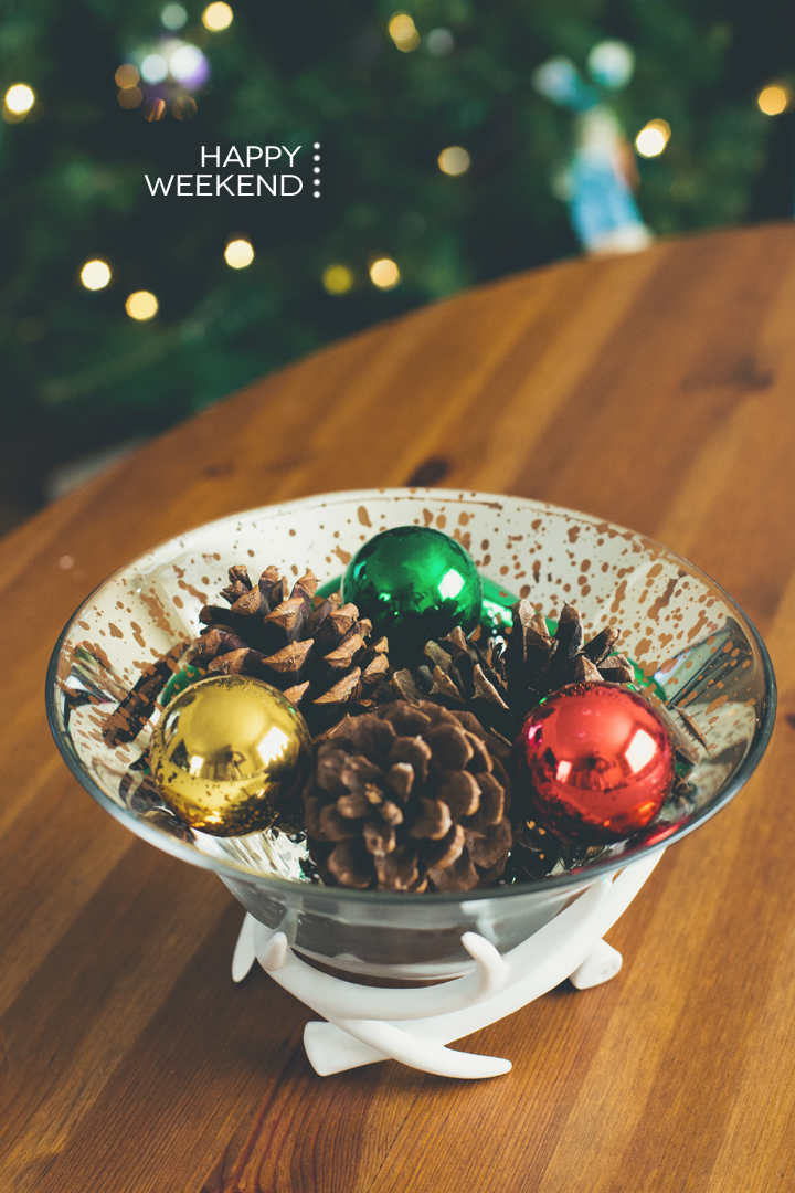 christmas-centerpiece-pine-cones-ornaments
