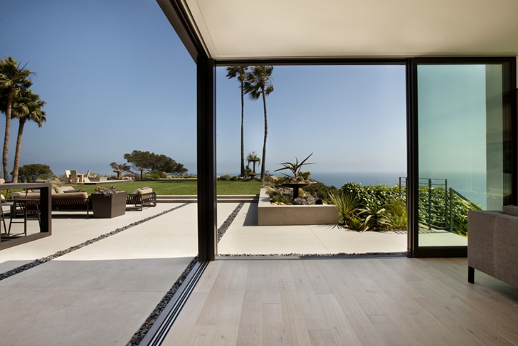 Open glass wall in Ravello Residence by Shubin + Donaldson Architects