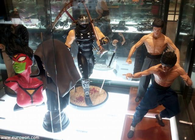 Figuritas de Bruce Lee y otros personajes