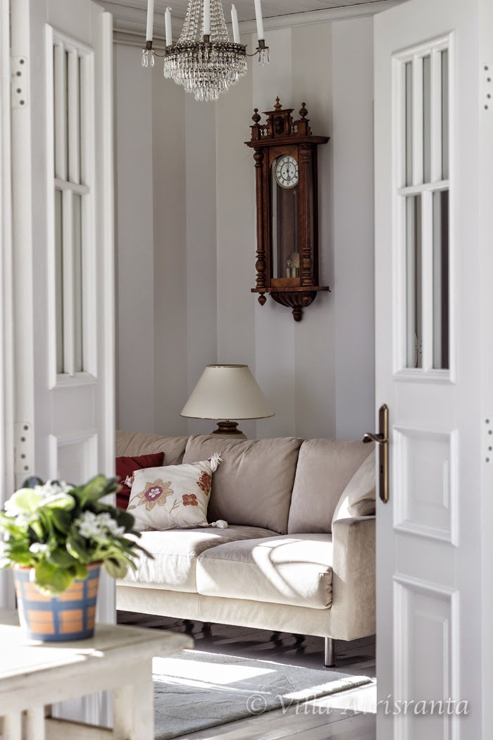 vanha seinäkello, maalaisromanttinen koti