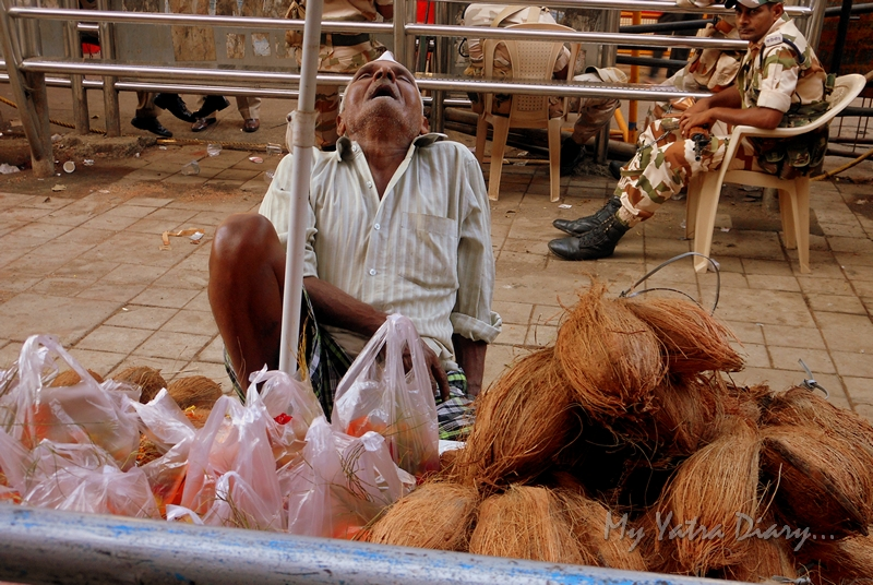 A shopkeeper catches sleep on the way to Lalbaugcha raja, Ganesh Pandal Hopping, Mumbai