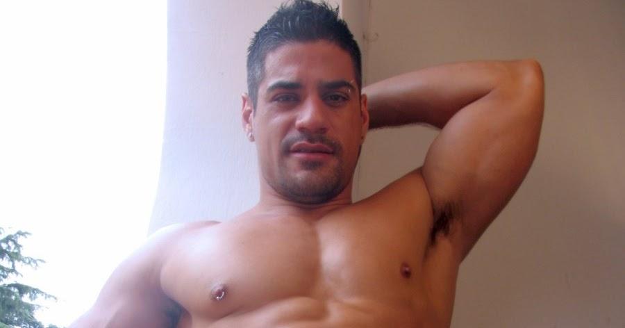 image Rico macho se pajea en la webcam