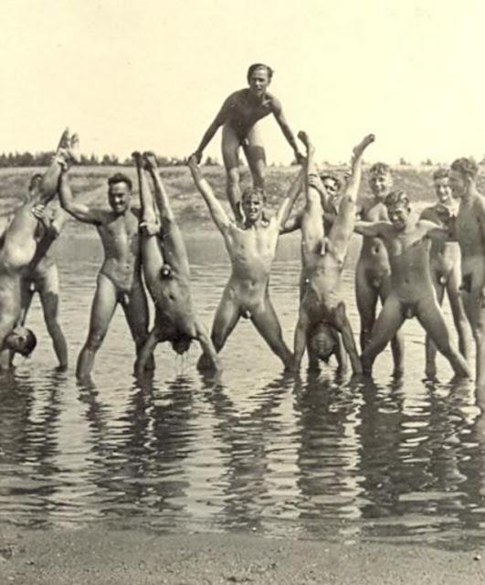 фото голых времен войны