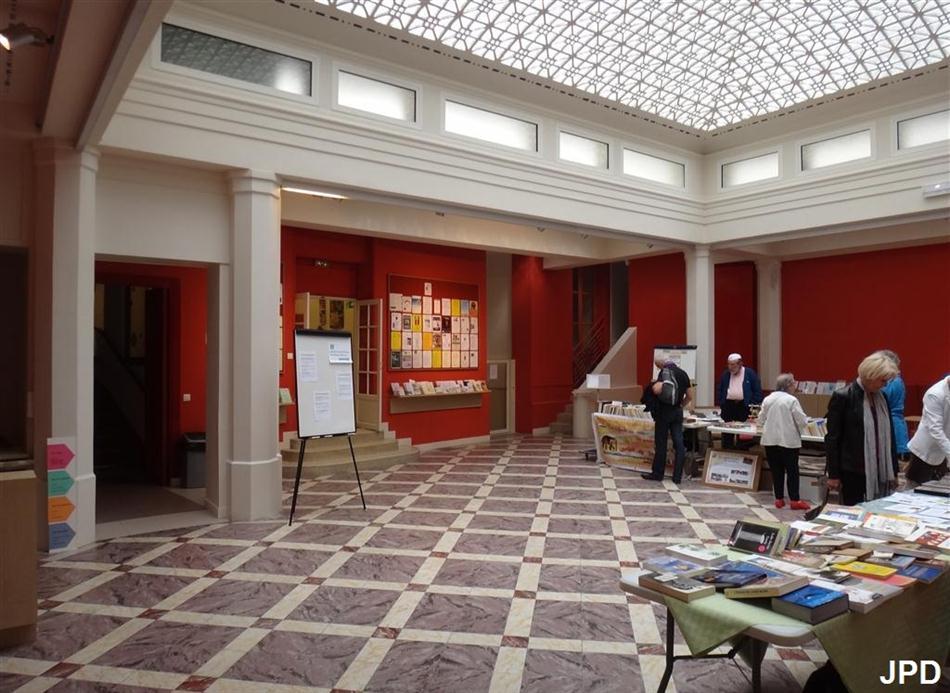 Paris bise art le jardin des p res maristes forum 104 for 104 rue du jardin paris