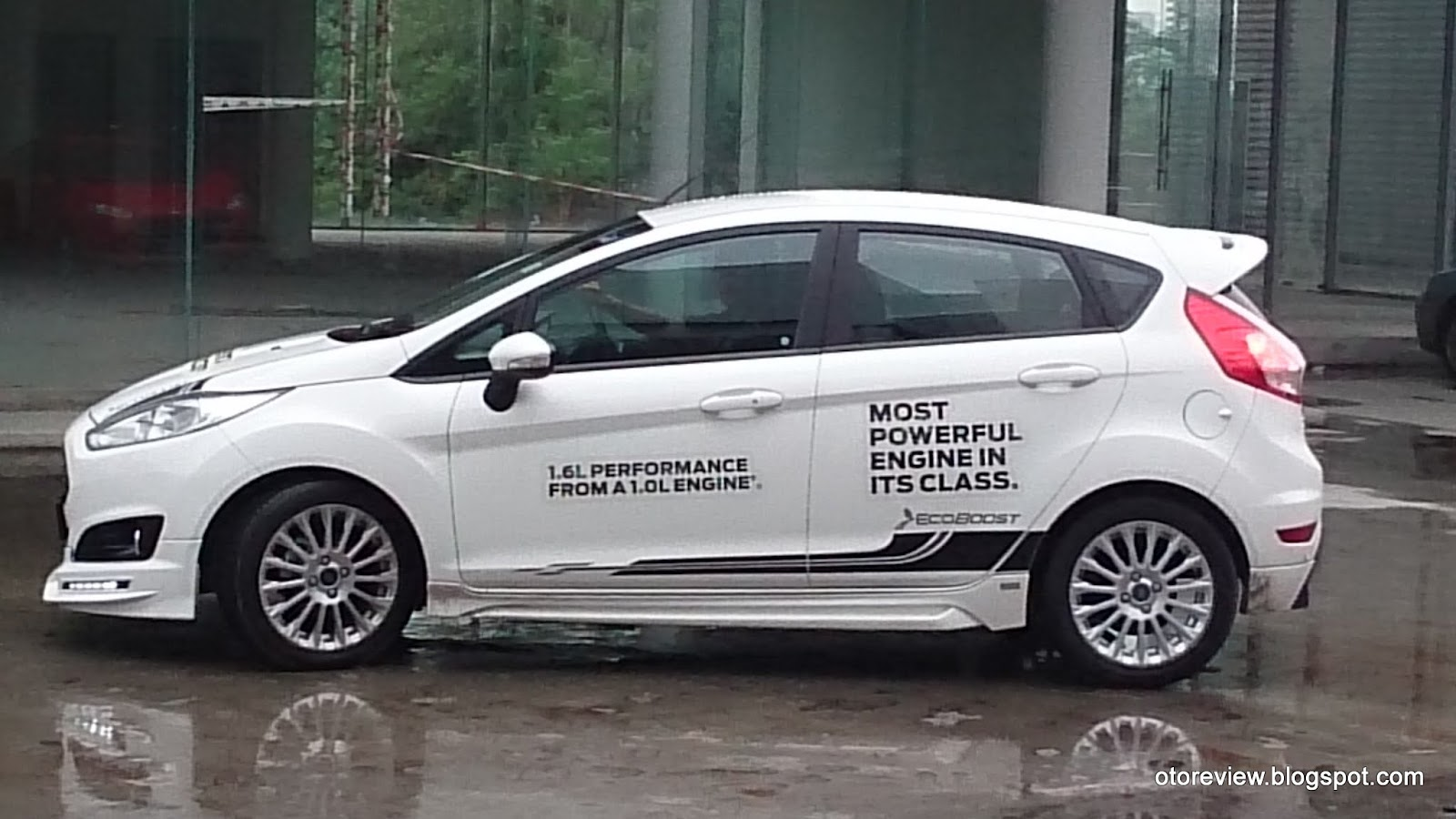 Sadly only hatchback is available and is paired with 6 speed dual clutch powershift gearbox claimed fuel consumption is 5 3l 100km and claimed 0 100km h
