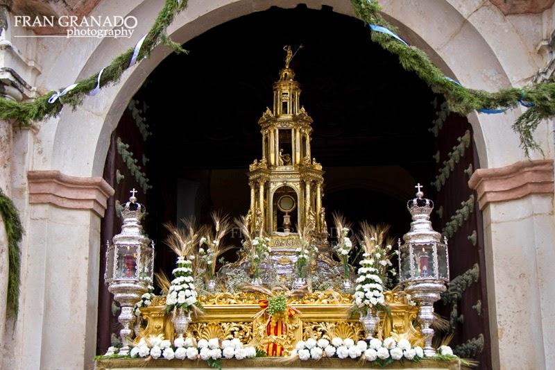 http://franciscogranadopatero35.blogspot.com/2014/06/corpus-christi-de-marchena-declarado-de.html