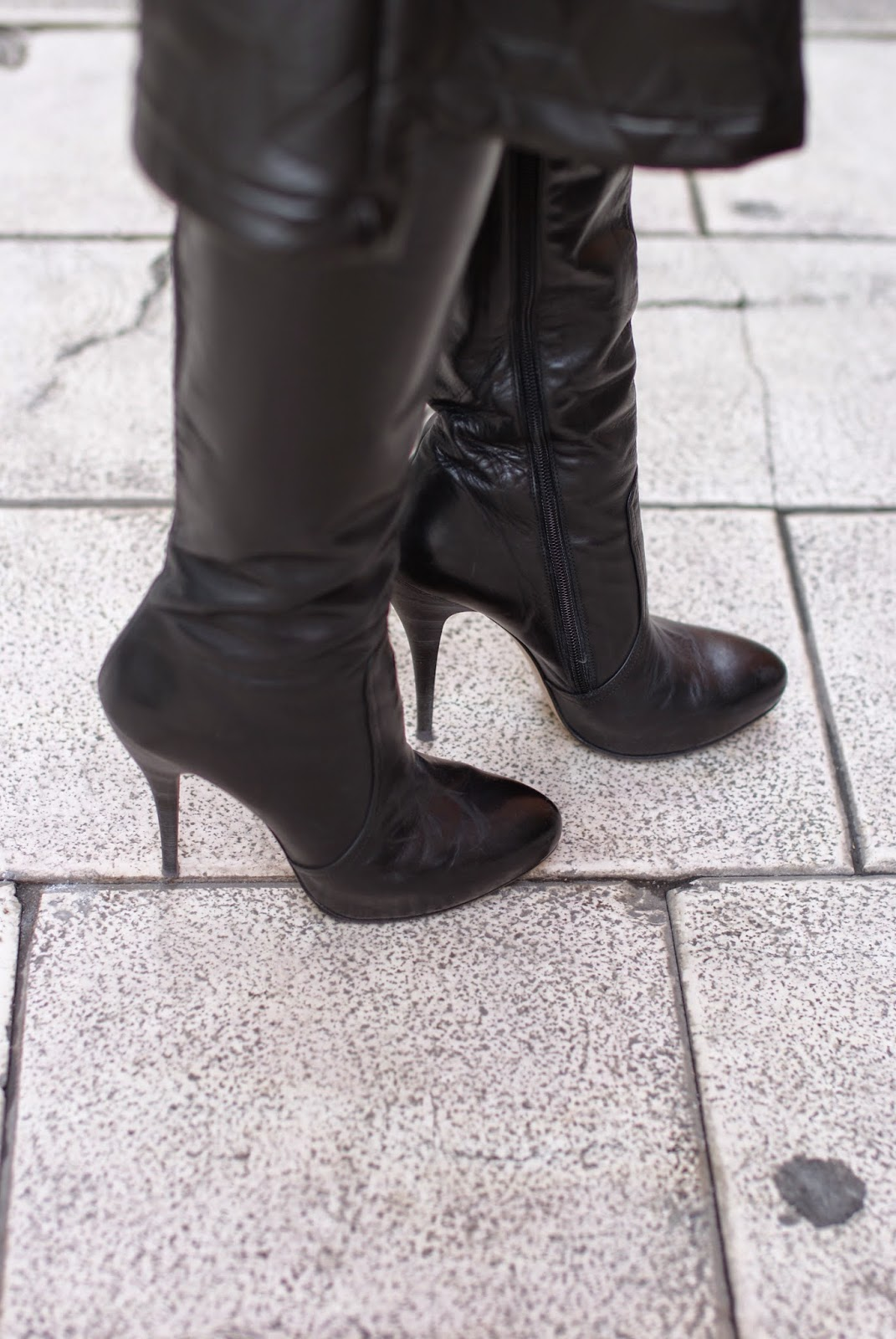 Zeis black leather stiletto boots on Fashion and Cookies fashion blogger