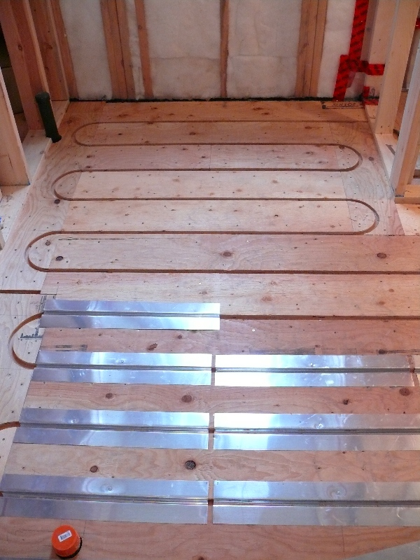 how to put heat tracers on pex pipe