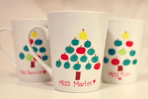 a champagne dream: DIY Christmas Mugs