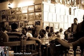 صاحب مقهى أراد أن يعلم الناس الأخلاق وطلب الطلبات بأحترام !!!!