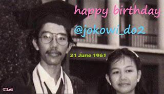 Foto Wisuda Jokowi di UGM