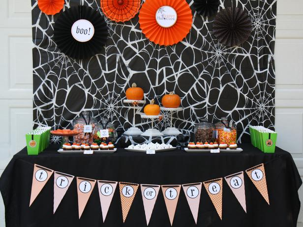 spooky halloween table settings and decorations 2012 ideas. Black Bedroom Furniture Sets. Home Design Ideas