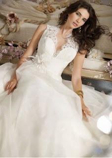 Vestido de Novia Estilo Princesa Cuello V
