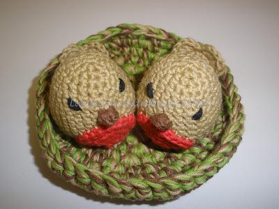 Nido con dos pajaritos realizado a crochet