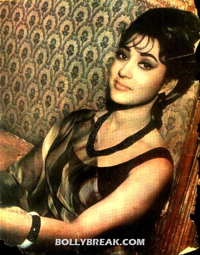 Mala Sinha Wallpaper in Saree - unseen - Mala Sinha Wallpaper 