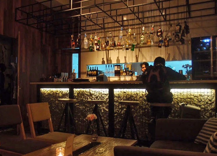 Mojo bar kitchen jakarta jakarta100bars nightlife for Mojo restaurant