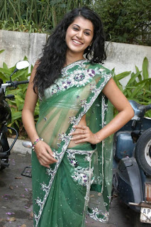 Tapsee-hot-in-saree-images-7