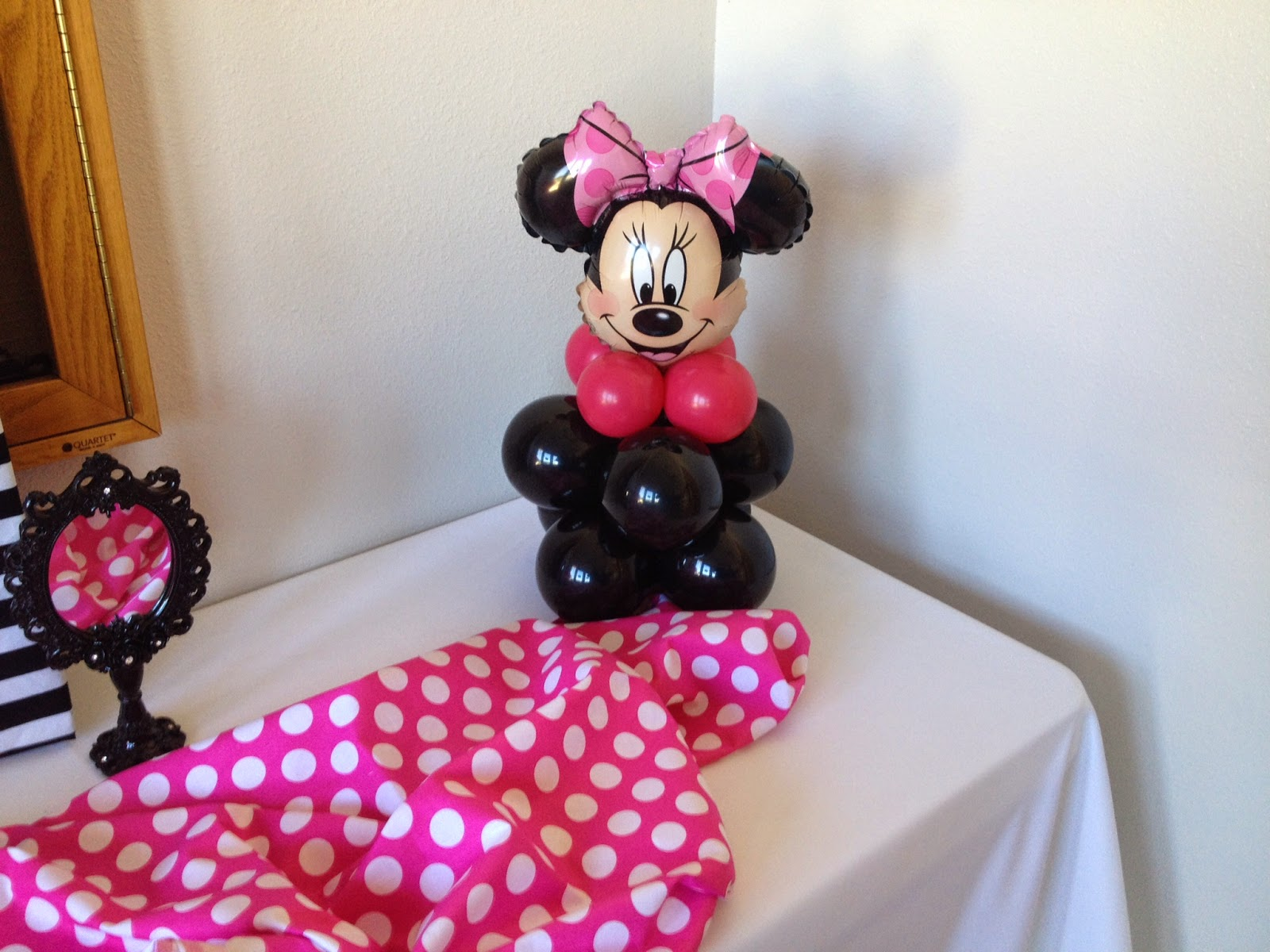 Party people event decorating company minnie mouse ears for Balloon decoration minnie mouse