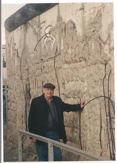 Junto al resto del Muro de Berlín