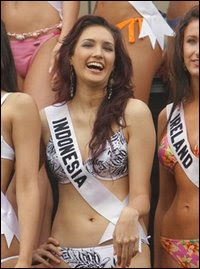 Nadine Chandrawinata on Nadine Chandrawinata Miss Indonesia 2005 Hot Pictures   Www L L Co  L