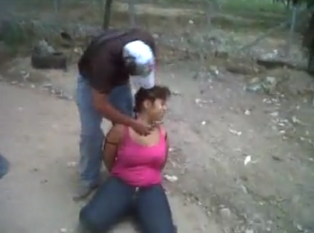 """Foforito RD: VIDEO """"Zetas"""" decapitan a mujer"""