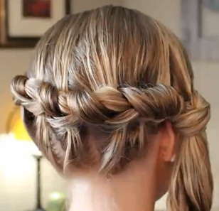 Hairstyle for Girls with Long Hair: Side Knotted Braid