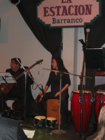 Tocando en la Estación de Barranco