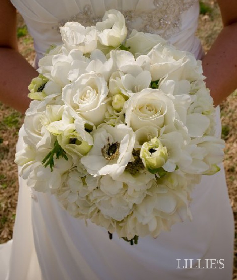 LILLIE\'S FLOWER JOURNAL: More white wedding bouquets!