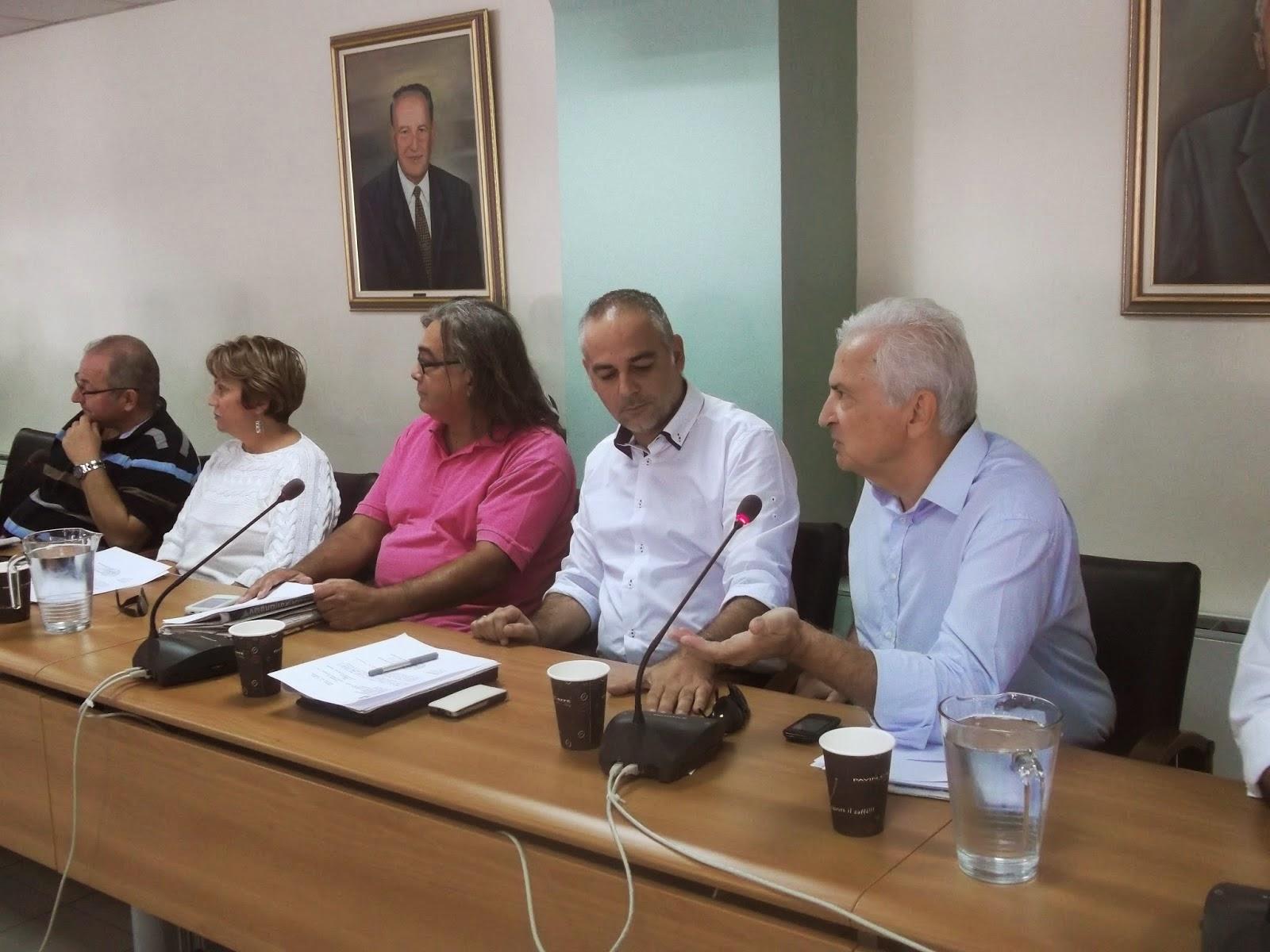 Άς σταματήσει κ. Δήμαρχος να κάθεται πάνω στις δάφνες των μεγάλων εκλογικών ποσοστών που πήρε και να ασχοληθεί με τα πολύ σοβαρά προβλήματα που υπάρχουν στο Περιστέρι στο χώρο της παιδείας