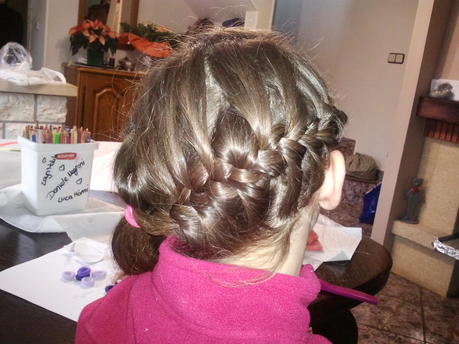 fille coiffer coiffure tresse natte famille vacances