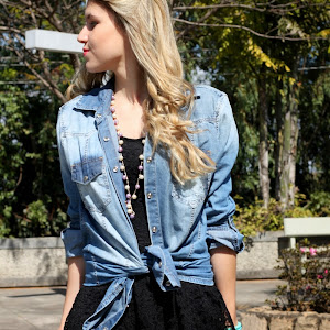 Look vestido com blusa jeans