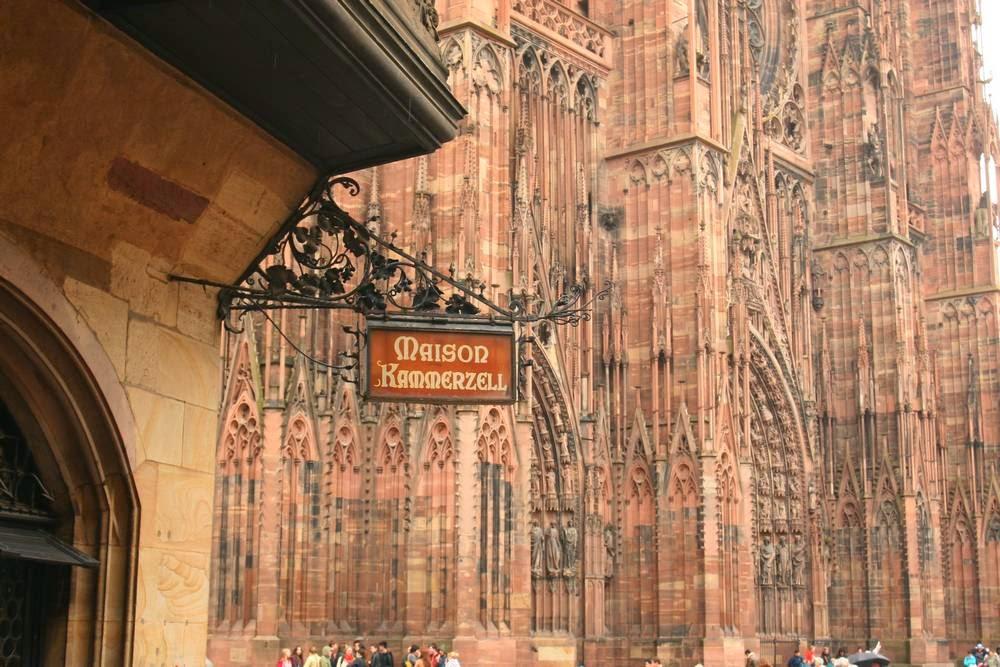 Restaurant naast de kathedraal van Straatsburg in Frankrijk