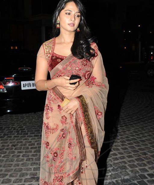 Anushka Shetty in Saree1 - Anushka Shetty Latest Pics in Saree