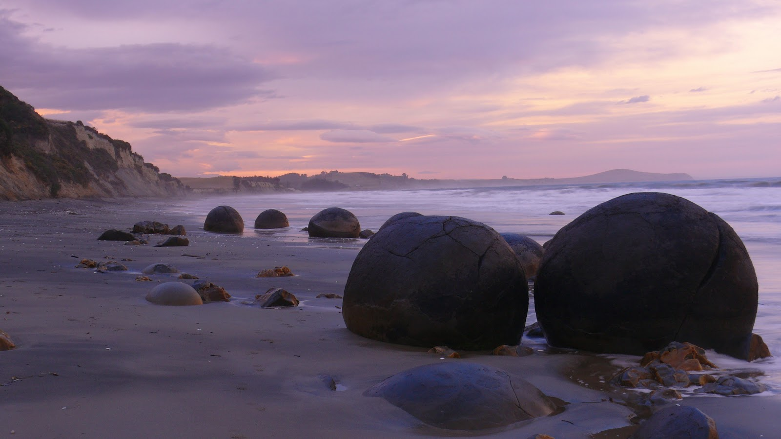 Old Blog Reborn....: MOERAKI - NEW ZEALAND